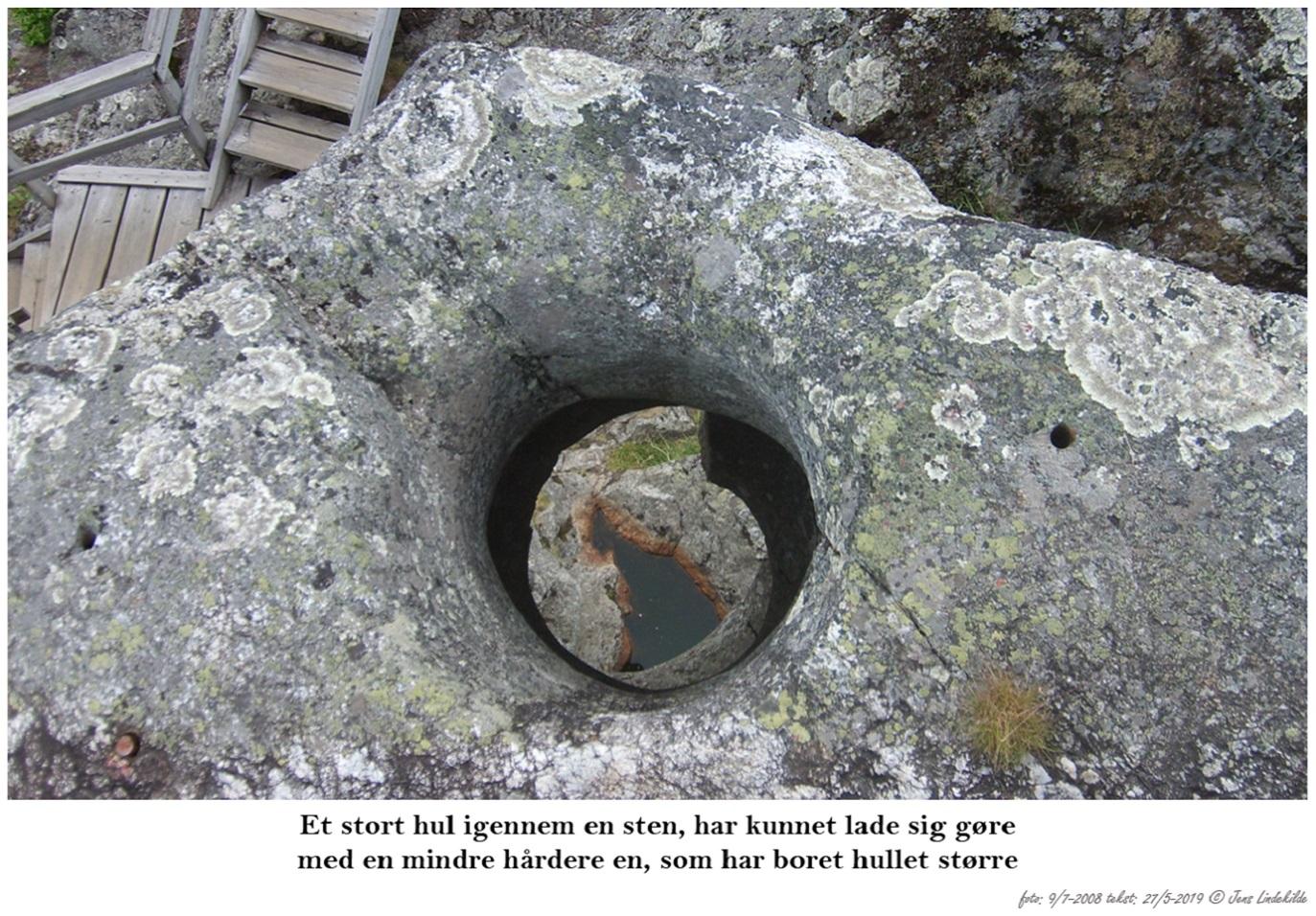 Et-stort-hul-igennem-en-sten